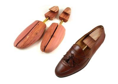 ROCHESTER Spilt-Toe Cedar Shoe Trees 1